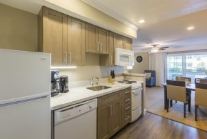 Carlsbad_Inn_Beach_Resort_kitchen2018_1